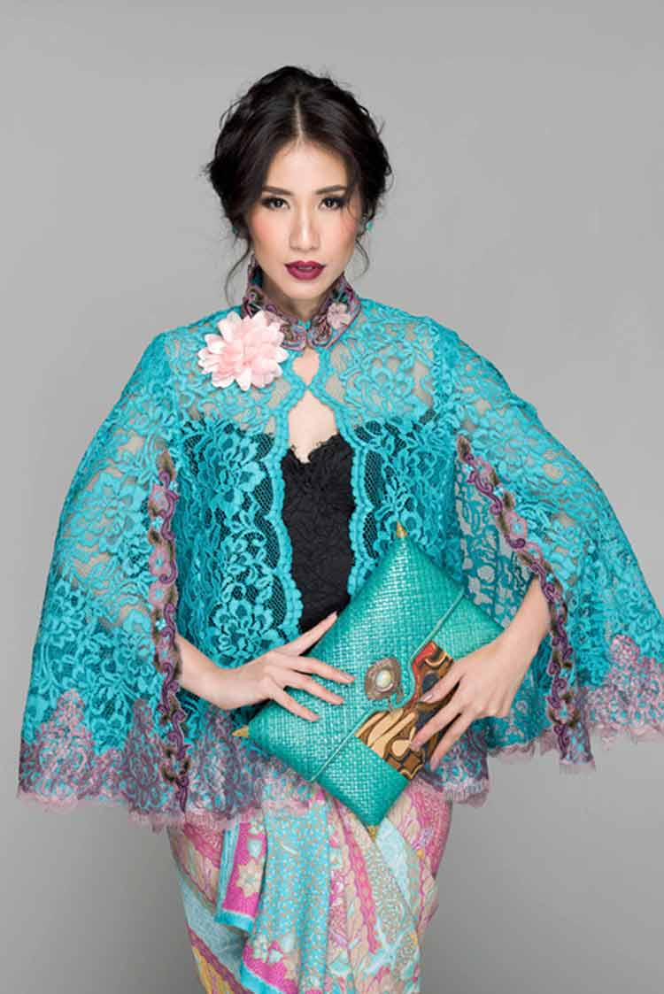 30 Model Kebaya Kartini Modern Brokat Bordir Terbaru 2019