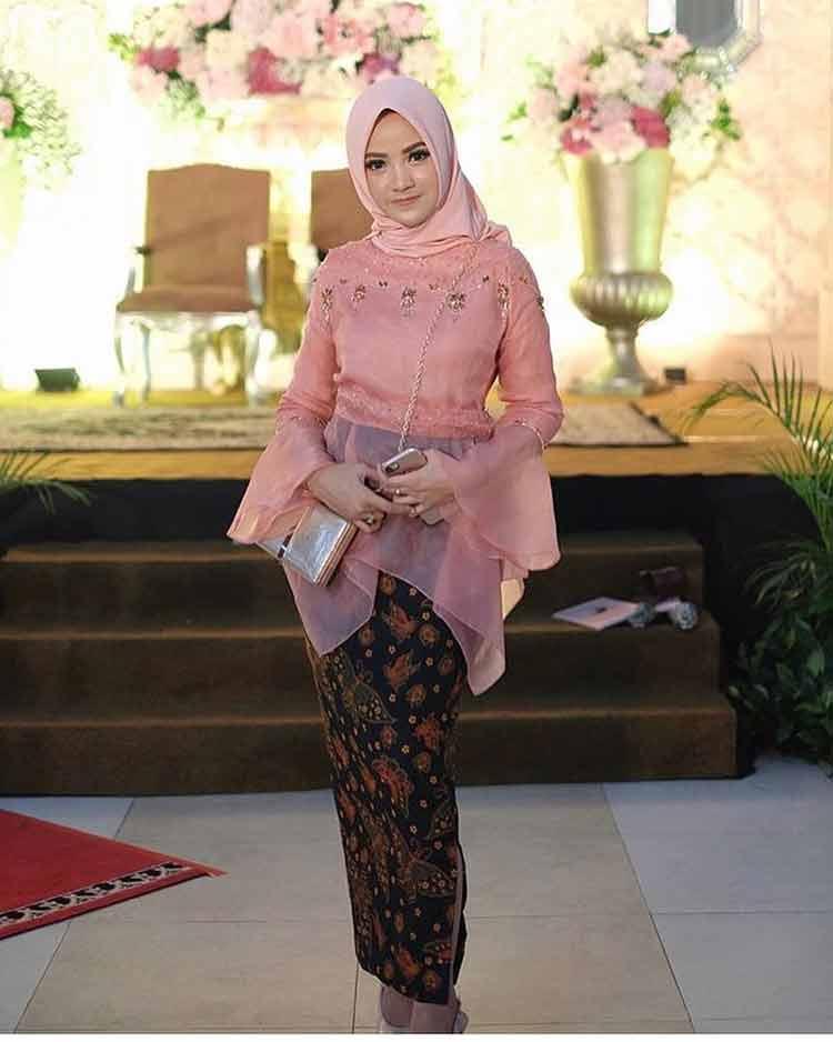 kebaya muslim pink fanta