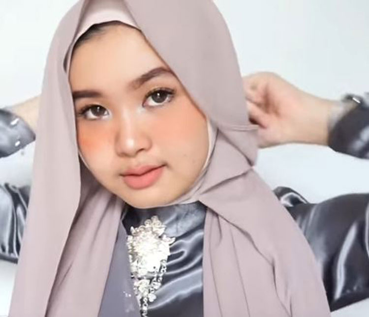 video tutorial hijab wisuda simpel