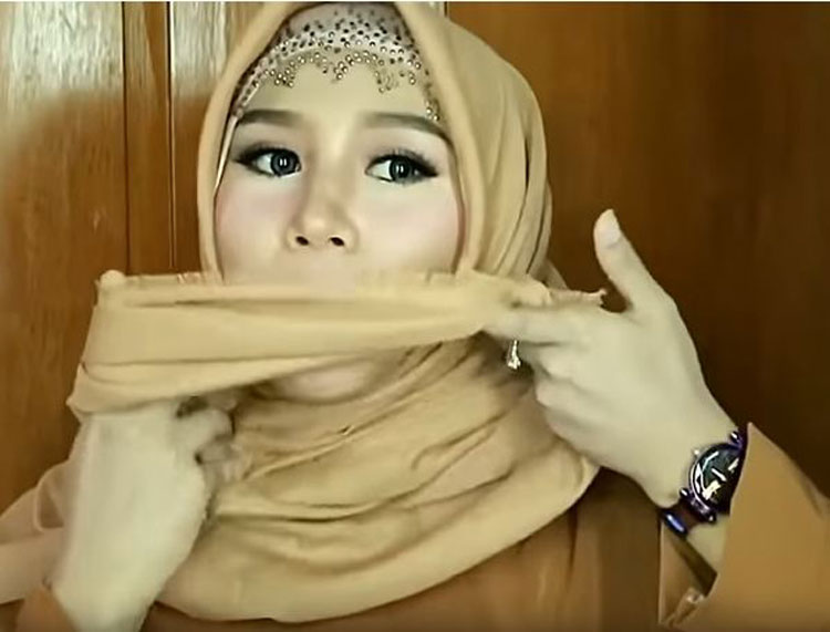 tutorial hijab pesta dua warna