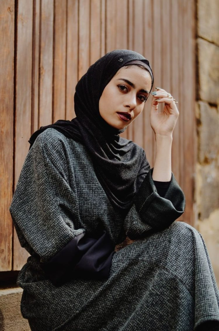 dark and femme hijab photography