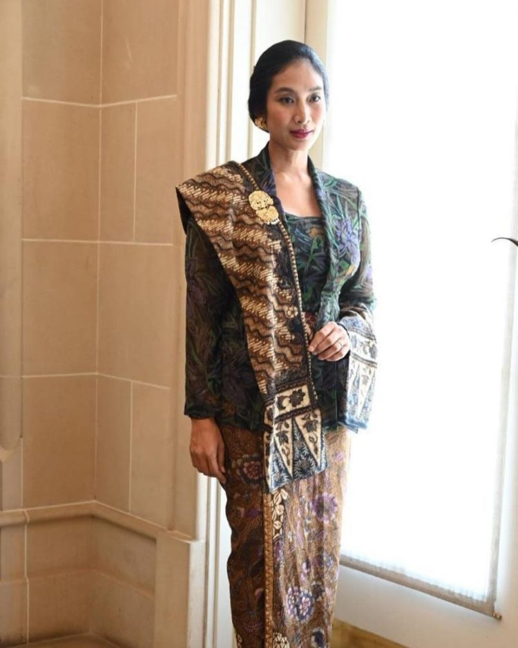 kebaya tradisional fashion