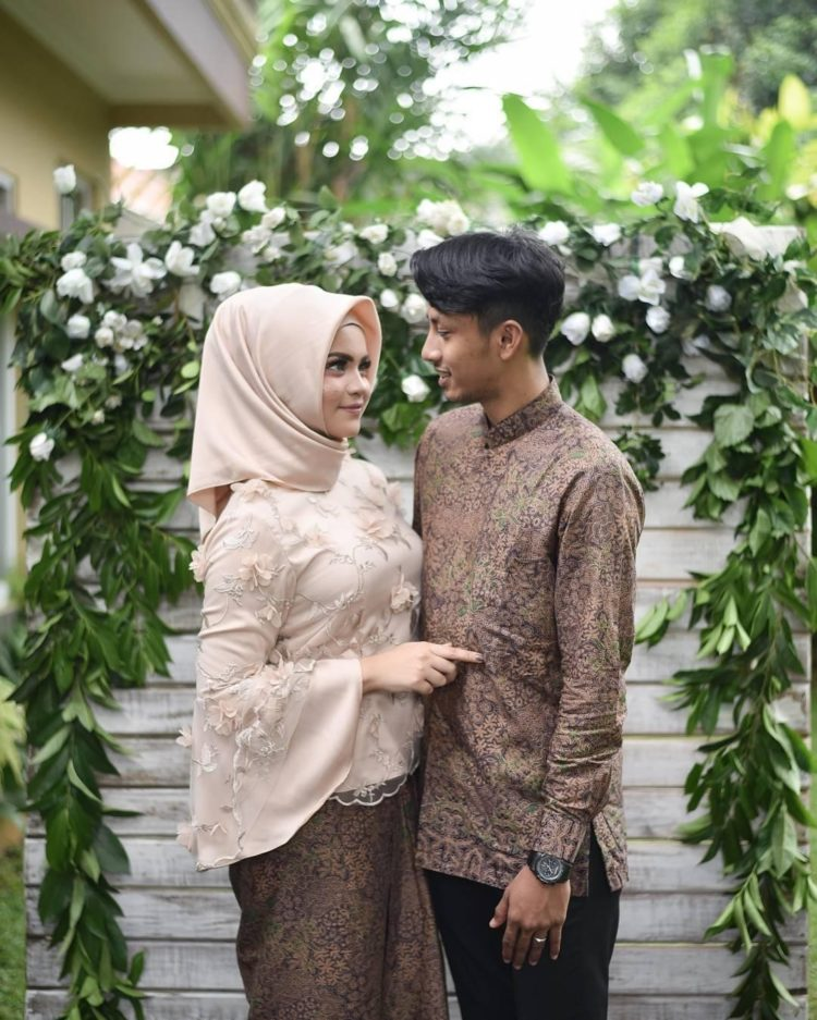 kebaya couple engagement