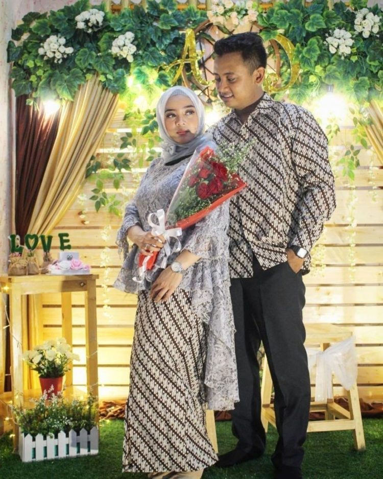 kebaya brokat couple family