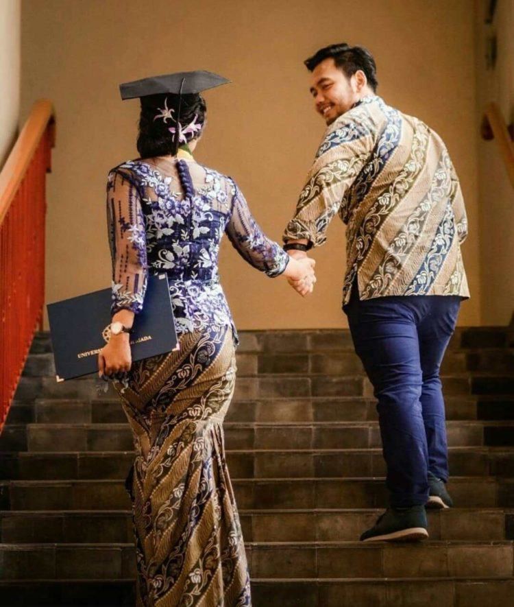 model kebaya hijab couple
