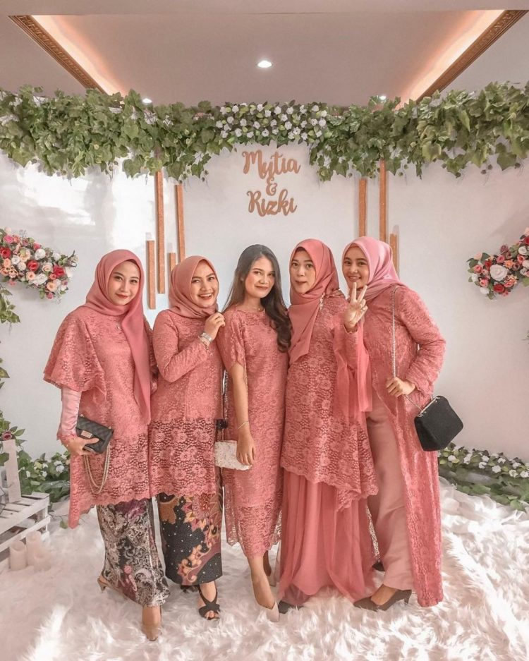kebaya bridesmaids